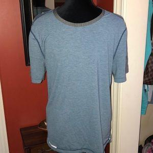 Men's Lululemon short sleeve shirt. EUC